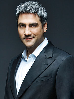 The 42-year old son of father (?) and mother(?) Taylor Hicks in 2018 photo. Taylor Hicks earned a  million dollar salary - leaving the net worth at  million in 2018