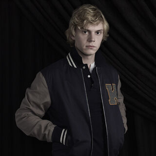 Evan Peters como Kyle Spencer (Coven)