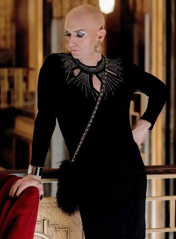 File:Liz Taylor promotional photo season 05.jpg