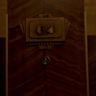 Дверь номера 64
