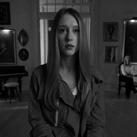 Zoe Benson, die Austrägerin der Fähigkeit