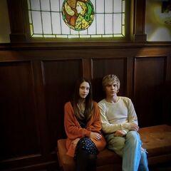 Evan Peters como Tate Langdon y Taissa Farmiga como Violet Harmon