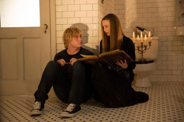 File:S3E11 Kyle and Zoe Spellbook 02.jpg