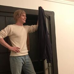 Evan Peters como Tate Langdon