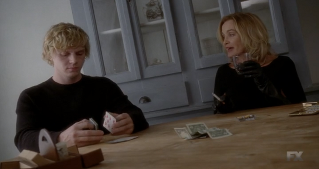 File:S3E09 Fiona and Kyle playing cards.png