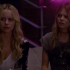 Агнета и Вендела ничего не понимают.