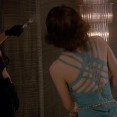 Элизабет убивает Наташу.