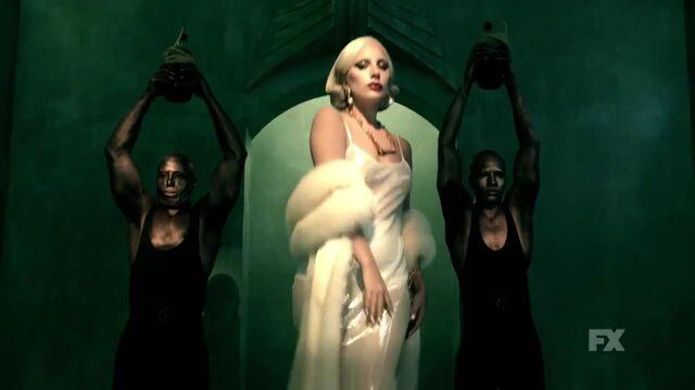 File:Hotel Trailer Green Countess.jpg