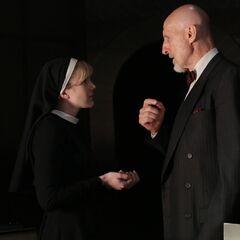 Арден говорит с Марией