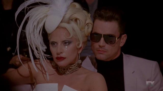 File:S05E02 Countess and Donovan fashion event.png