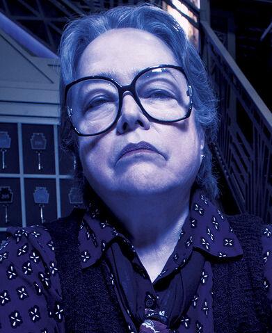 File:Web cast KathyBates american-horror-story 570x698.jpg