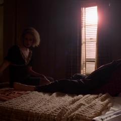 Салли хочет убить Айрис.