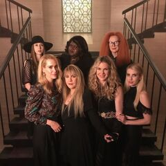 Taissa Farmiga, Gabourey Sidibe, Frances Conroy, Sarah Paulson, Stevie Nicks, Lily Rabe y Emma Roberts