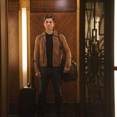 Джон заселяется в отель