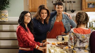 File:American-Housewife-S01E04.jpg