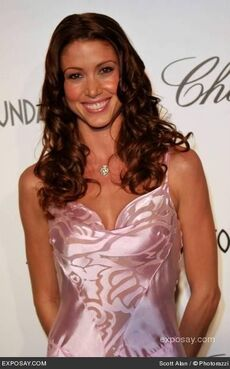 Shannon-elizabeth-13th-annual-elton-john-aids-foundation-in-style-oscar-party-0PG5dF