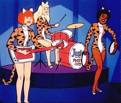 Josie-and-the-pussy-cats-on-stage