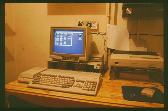 File:Amiga+500-3597.jpg
