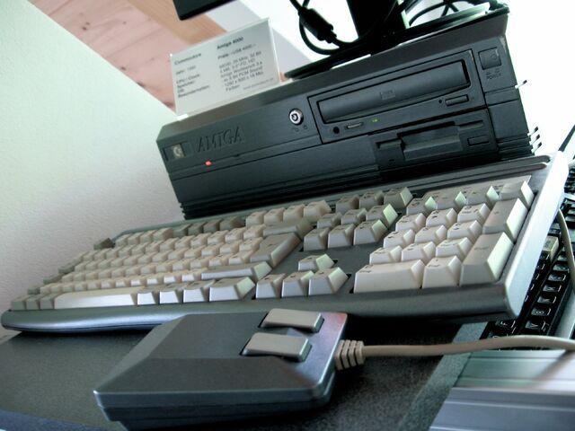 File:Amiga4000-6958.jpg