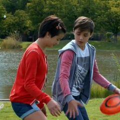 Jonah teaching Andi Frisbee