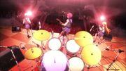 """Girls Dead Monster spielt live """"Crow Song""""."""