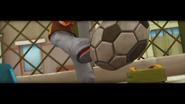 S02E02 Angelo kopie piłkę