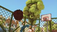S02E02 Laurek kopie piłkę w drzewo