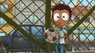 S02E02 Laurek z piłką