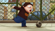 S02E02 Maniucha kopie piłkę