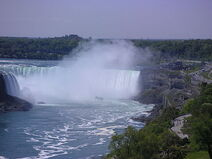440px-Niagara Falls and Maid of the Mist 2005