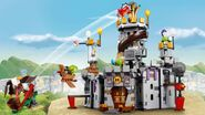 Lego-angry-birds-movie-King-Pigs-Castle