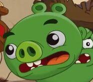 Свинёнок убегает