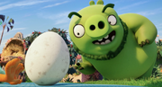 Angry-birds-trailer-2-screenshot-pig-egg