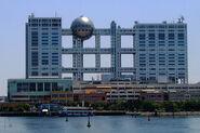 800px-Fuji TV headquarters and Aqua City Odaiba - 2006-05-03 edit2