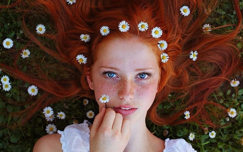 תוצ�ת ת�ונה עבור ginger hair fourteen years old girl in red dress�