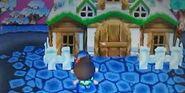 Un joueur devant sa maison