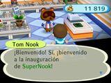 Tom Nook tras la inauguración (ACCF)
