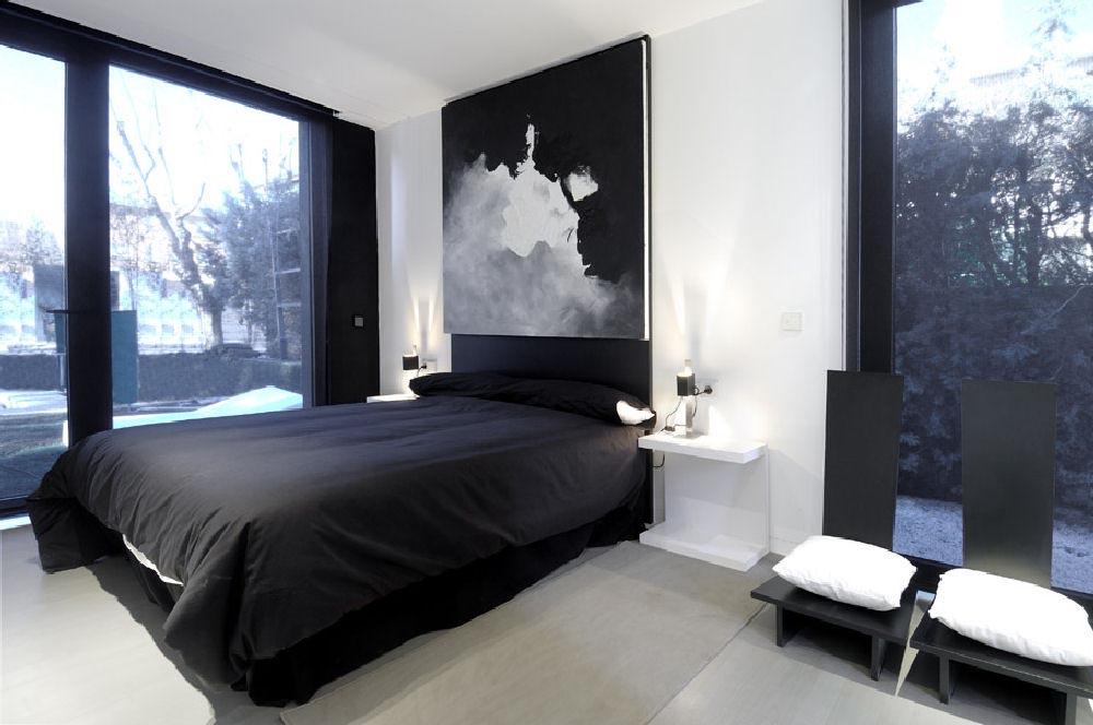 Image modular house in madrid spain interior design for Decoration porte noire