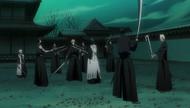 Ichigo surrounded by Shinigami