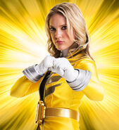 Super-Megaforce-Yellow-Ranger-Gia