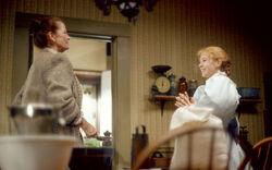 Anne und Marilla im Wohnzimmer