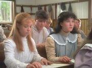 Anne und Diana in der Schule