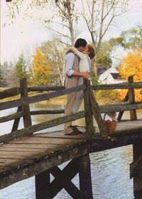 Anne und Gilbert küssen sich