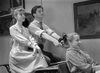 1934 Anne und Gilbert mit einem Mädchen