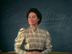 Muriel Stacy an der Tafel