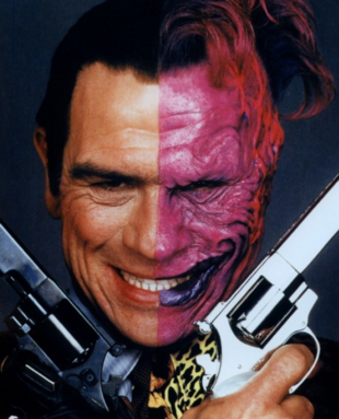 Tommy Lee Jones als Harvey 'Two-Face' Dent
