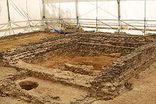 280px-Naves 19 - Site archéologique de Tintignac 20130804-04