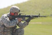 M16a2-rifle-010