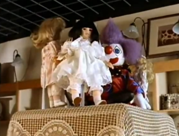 File:4crimclownstrangedolly.png
