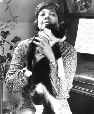 Archivo:María Elena Walsh, 1971.jpg
